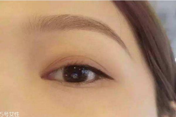 眼线胶笔怎么画 画眼线务必注意这几点