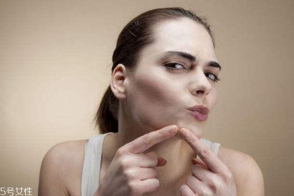 脸上长痘痘用牙膏涂抹有没有用 脸上长痘痘怎么去除