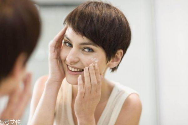 油性皮肤夏季怎么护理 夏季油性皮肤护理方法