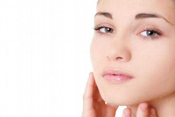油性皮肤是什么原因引起的 油性皮肤有什么特点