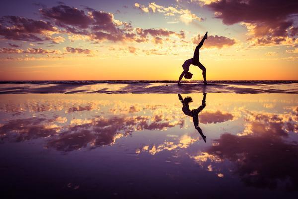 夫妻瑜伽体式有哪些 拉伸情侣瑜伽