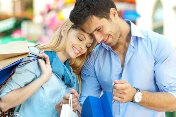 男女恋爱期间应该谁付钱 舍得为你花钱的男人才是真爱吗