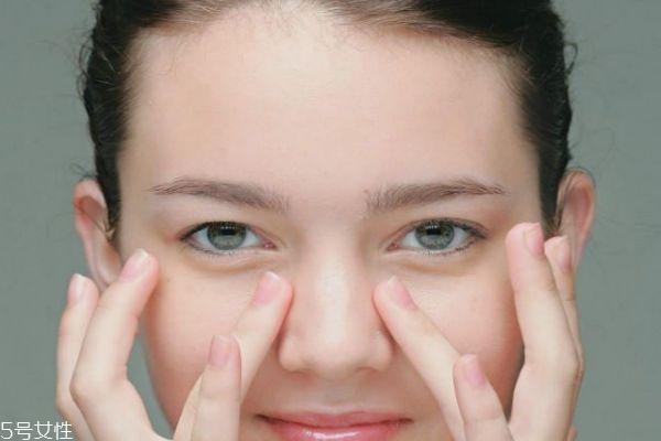 眼霜到底第几步用 眼霜水乳使用顺序