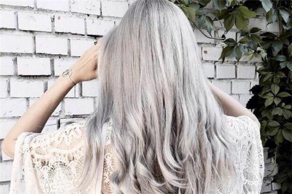染发打蜡怎么操作 染发打蜡容易掉色吗