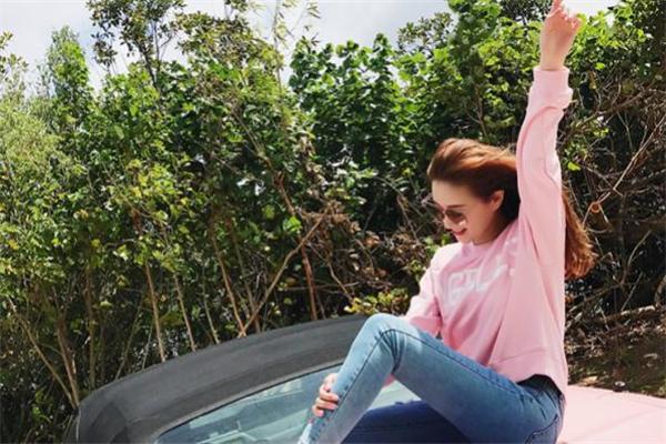 粉色卫衣配什么裤子好看 粉色卫衣搭配裤子图片