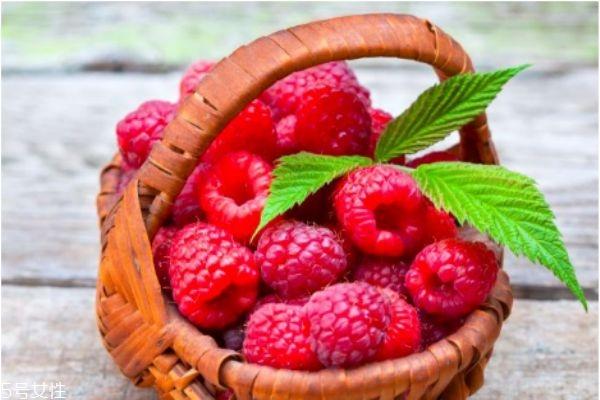 山莓的生长环境是怎么样的呢 吃山莓有什么好处呢