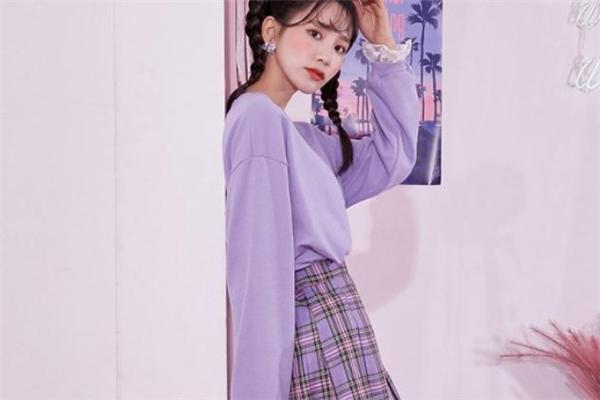 紫色卫衣配什么裙子好看 紫色卫衣搭配裙子图片