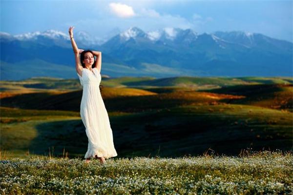 草原玩穿什么衣服好看 去草原玩适合穿什么衣服