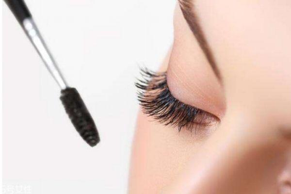 睫毛膏应该怎么选择呢 怎么画眼睫毛呢