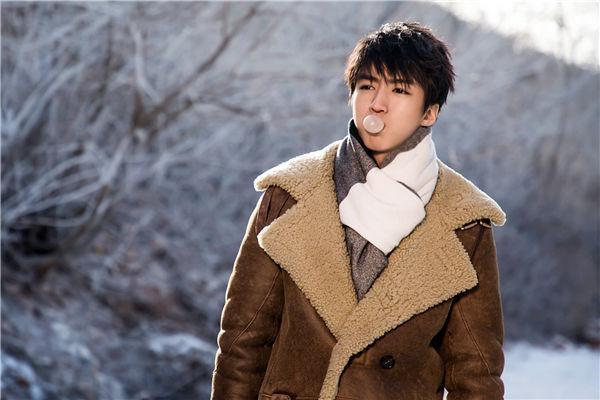 大衣配什么颜色围巾好看 大衣有哪些种类