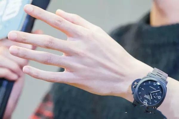 夏天手部脱皮怎么办 夏天手部脱皮的原因