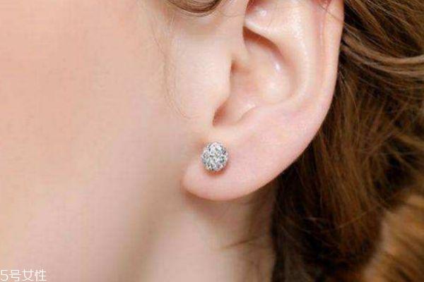 什么时候打耳洞最好了呢 打耳洞有什么要注意的吗
