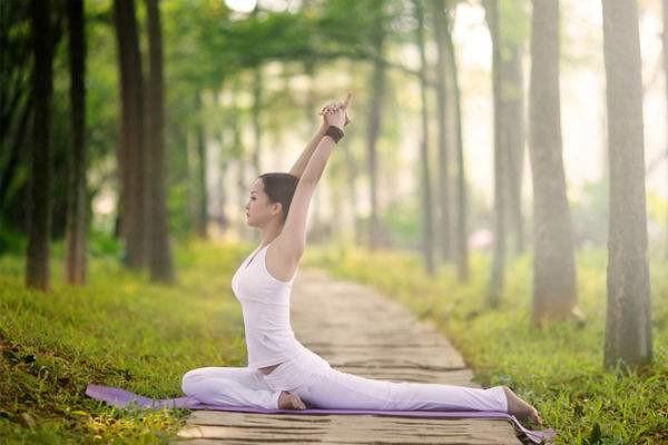 躺在床上能做得瑜伽动作有哪些 健康瘦身的瑜伽方法