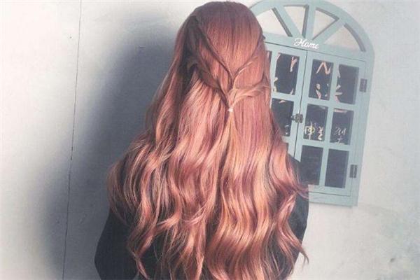 棕红色发色适合什么肤色 棕红色头发适合年龄