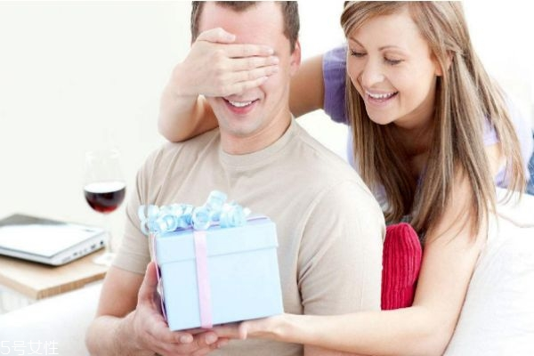 本溪市百姓相亲网,送男性朋友什么礼物比较好 男人内心想收到的礼物
