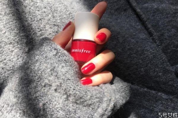 指甲油怎么涂均匀 指甲油的颜色要按照肤色来选