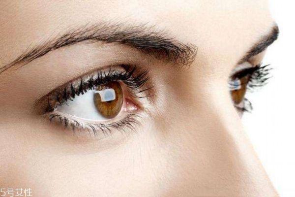 为什么眼睛会干涩呢 眼睛干涩应该怎么办呢