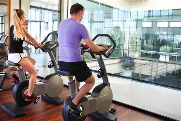 健身房怎么搭讪女生 健身房和女生搭讪开场白