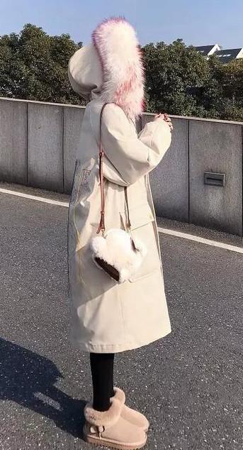 女孩穿长羽绒服怎么搭配好看