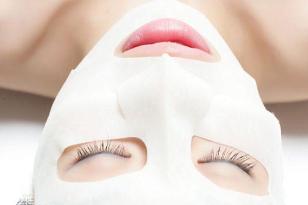 敷完面膜后需要马上洗脸吗 清洁脸部之后记得及时补水