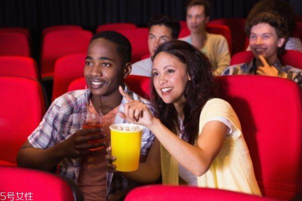 回民相亲网天津,女生约男生看电影好吗 女生约男生看电影意味着什么