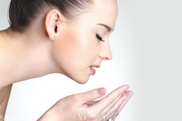 洗面奶里有肉豆蔻酸对皮肤有害吗 洗面奶要避免哪些成分