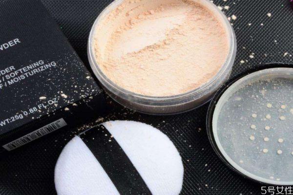 定妆粉颜色怎么选 使用定妆粉有哪些注意事项