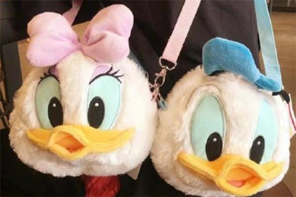 迪士尼唐老鸭斜挎包多少钱 唐老鸭斜挎包在哪买