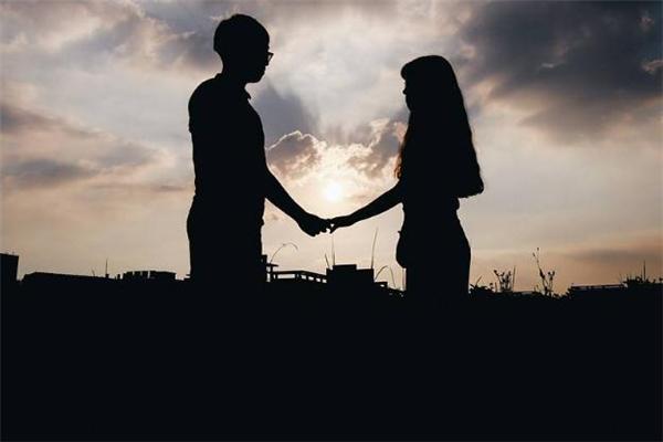 天津市相亲网站,和同事谈恋爱要公开吗 和同事谈恋爱合适吗
