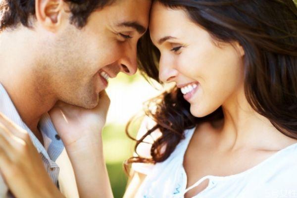 如何真诚的赞美夸奖女生 赞美女人的话怎么说才真诚