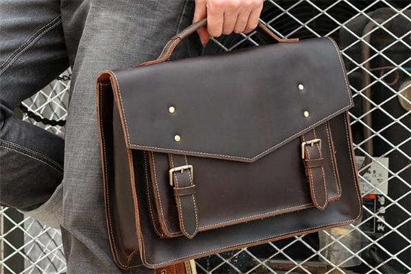 男士皮包什么款式好看 今年流行什么样的男士皮包