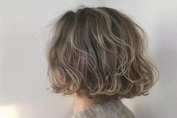 经常烫发有什么危害 烫发后怎么保养