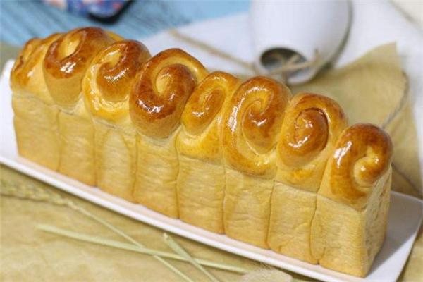 面包怎么刷蛋液才有光泽 面包为什么要刷蛋液