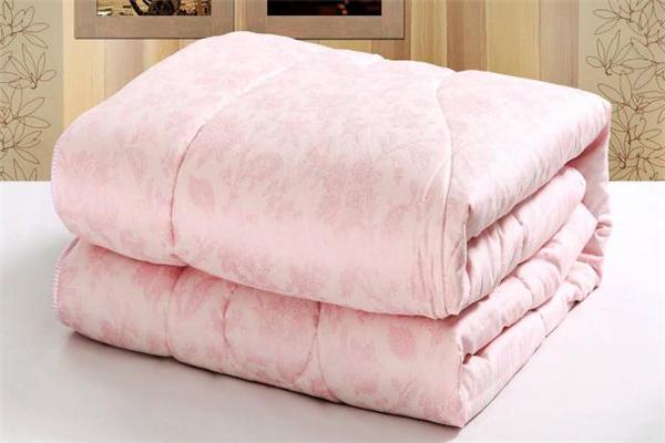 蚕丝被比棉被保暖吗 蚕丝被比棉被好在哪里