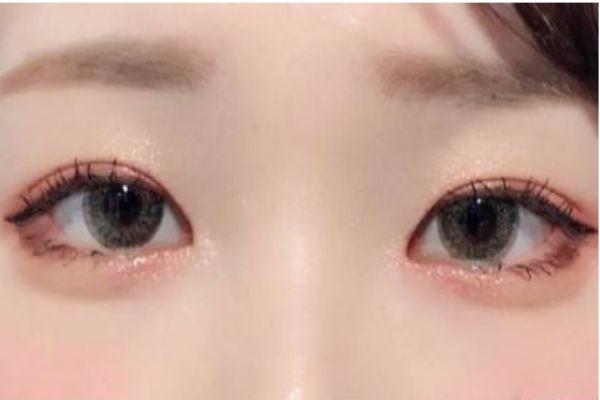 俏皮无辜的眼妆要怎么化 无辜大眼妆化妆步骤