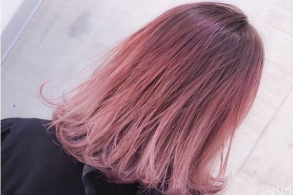玫瑰金是粉色吗 玫瑰金色头发掉色快吗