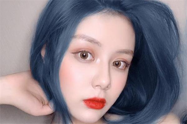 蓝灰色发色需要漂吗 蓝灰色可以改成什么颜色
