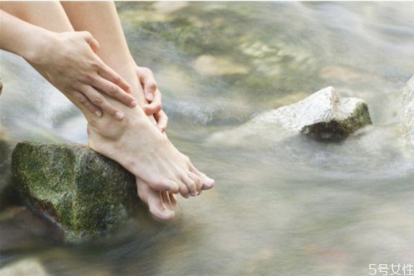 泡脚多长时间最好泡脚对皮肤好吗图片