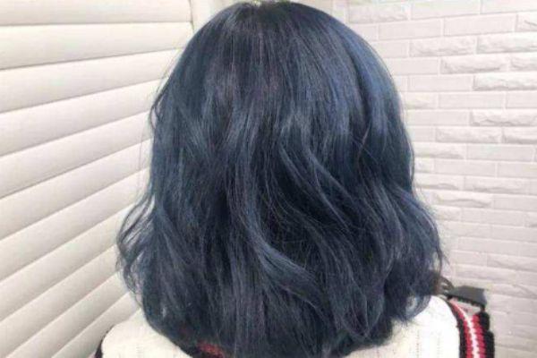 蓝黑色染成黑色是怎么回事 黑蓝色头发还能改色吗