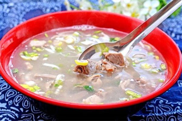 煮牛肉汤用冷水还是热水 煮牛肉汤用什么锅最好