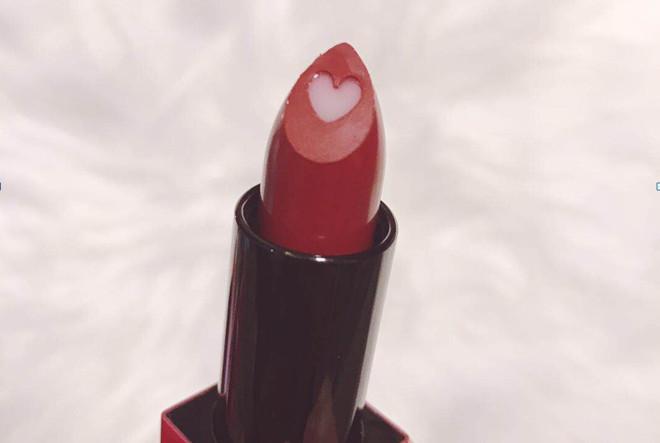凯芙兰和稚优泉的口红哪个好 凯芙兰唇膏使用测评分享