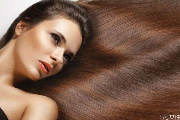 为什么头发会出油呢 头发出油的原因有什么呢