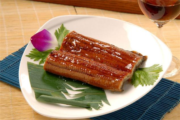 鳗鱼哪个部位不能吃 鳗鱼内脏可以吃吗
