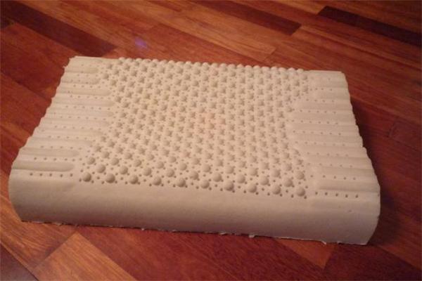 乳胶枕头太高了怎么办 乳胶枕头太高怎么切割