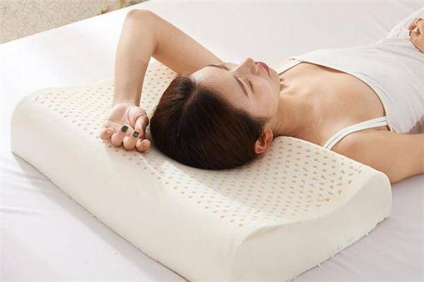 乳胶枕头的正确睡法 乳胶枕头睡高的一面还是低的一面