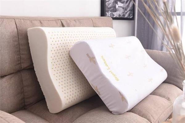 乳胶枕头为什么不能晒 乳胶枕头晒太阳后有味还能用吗