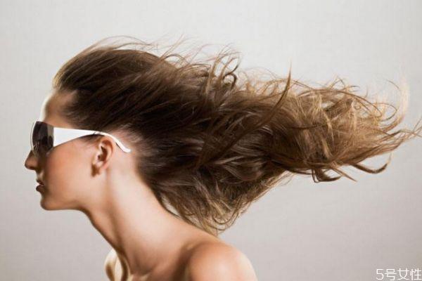 为什么秋季头发会比较干燥呢 秋季怎么护发呢