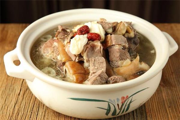 羊肉汤什么时候喝最好 羊肉汤什么季节喝最好