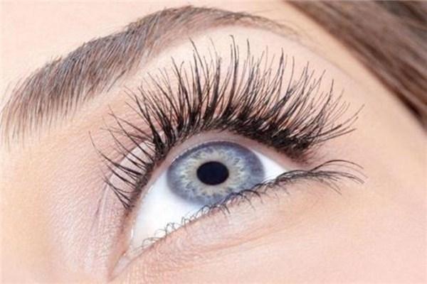 眼部皮肤过敏怎么办 眼部皮肤过敏的表现
