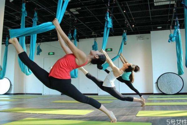 空中瑜伽有什么危险吗 空中瑜伽有减肥功效吗